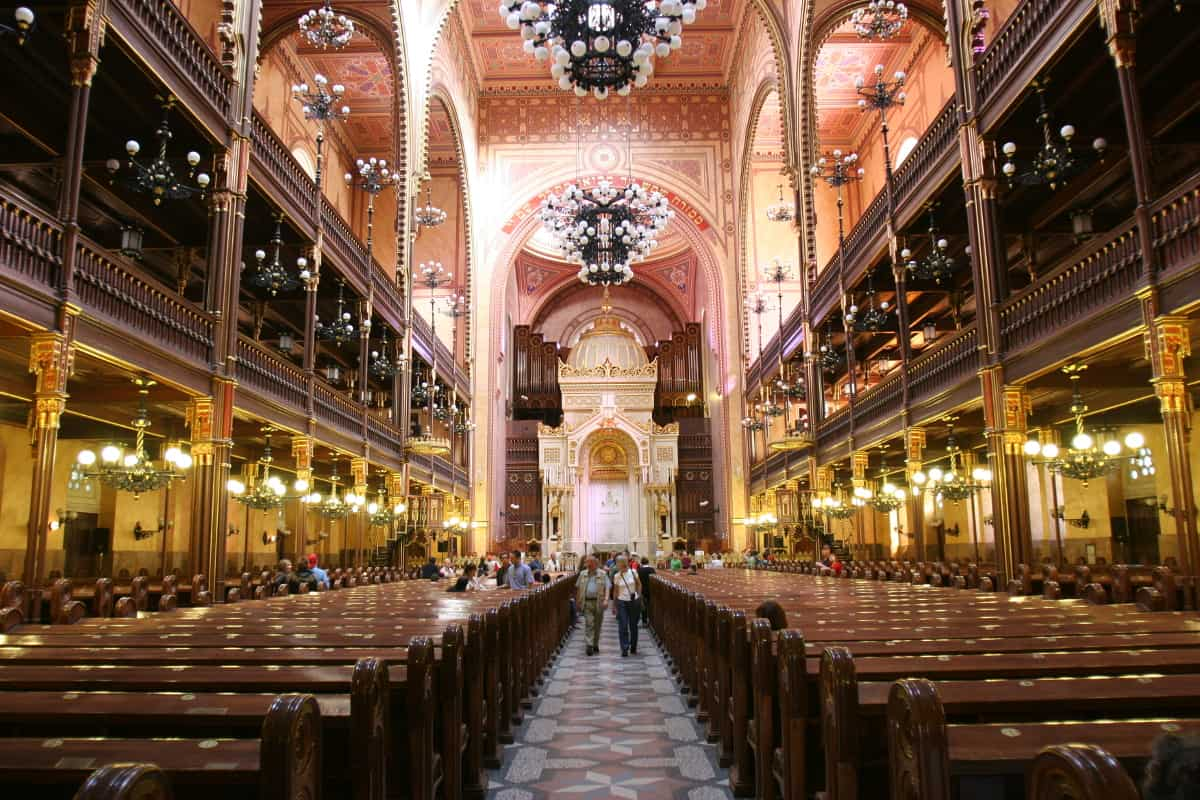 Inside of The Great Synagogue