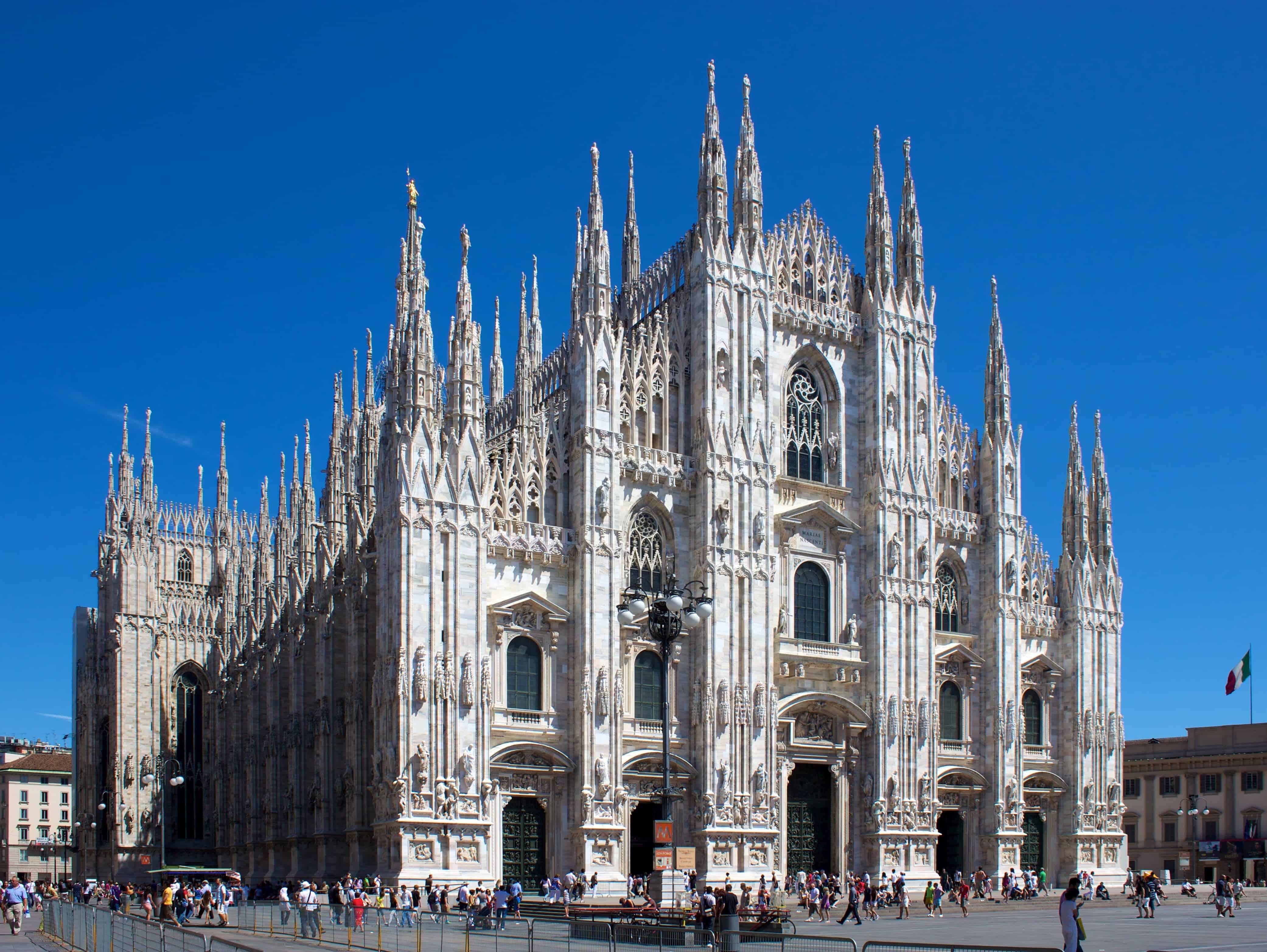 Duomo di Milano from square