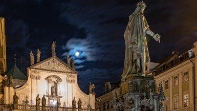 Klementinum at night